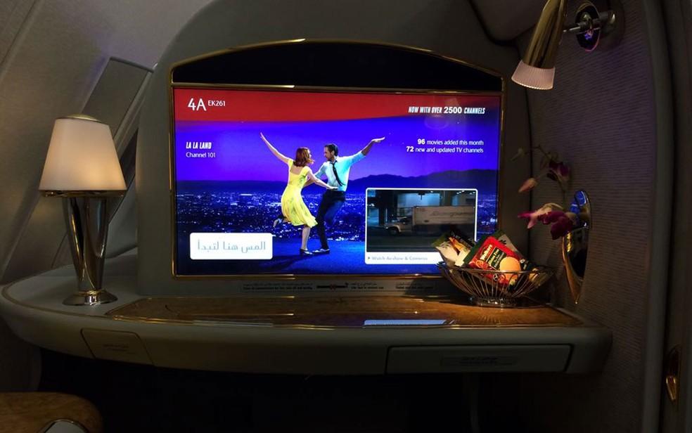 Telas tem mais de 2600 canais entre folmes, programas, musica, jogos de videogame (Foto: Vivian Reis/G1)