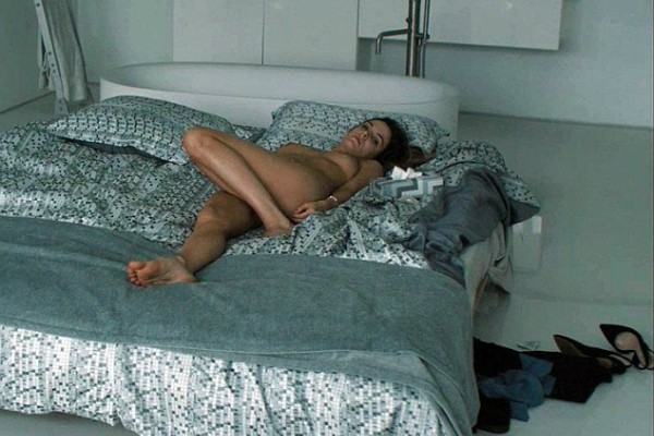 Riley Keough em uma cena de nudez do filme My Girlfriend Experience (Foto: Reprodução)