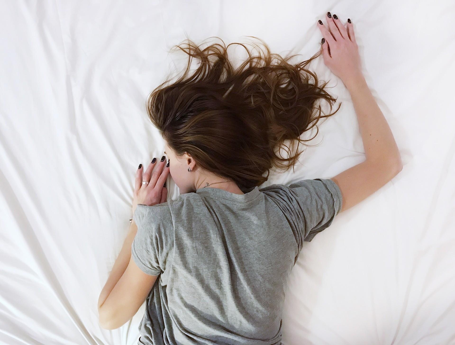 Uma boa noite de sono melhora seu humor e disposição para encarar o dia (Foto: Pixabay)