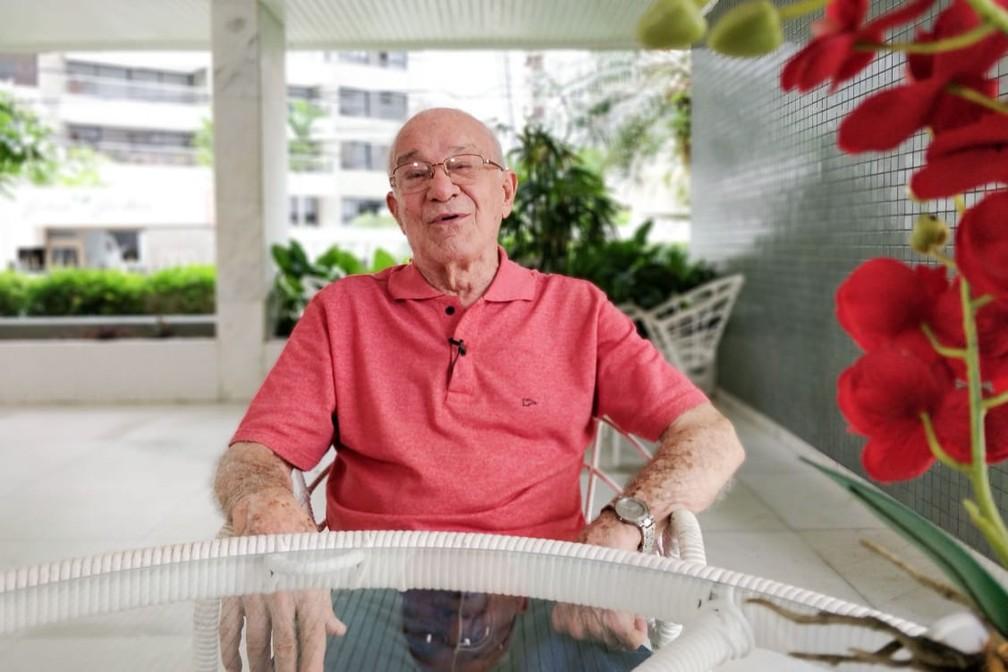 Igínio Rosse tem 92 anos e há quase 7 décadas atua como dentista — Foto: Egi Santana/G1