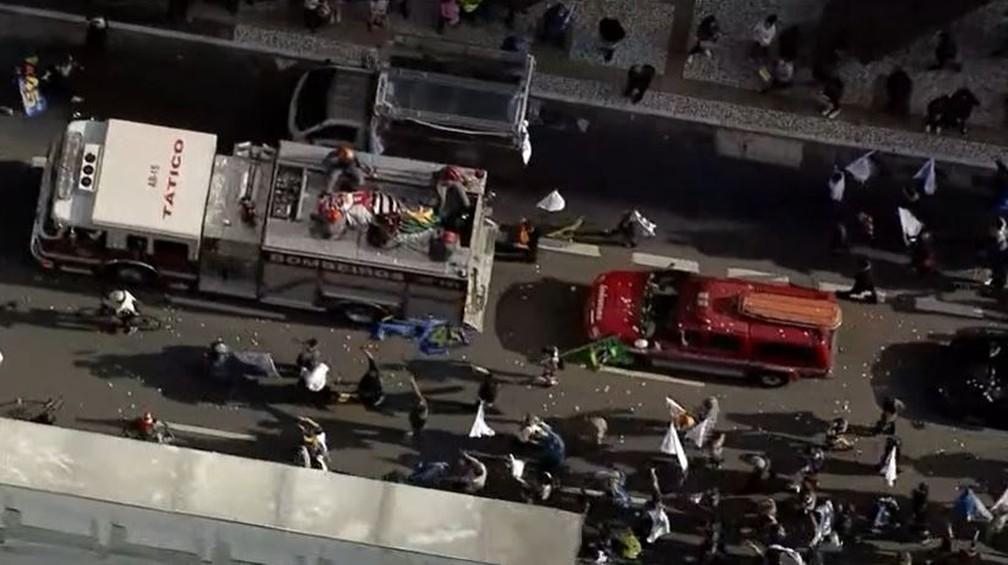 Bruno Covas é levado em cortejo pela Avenida Paulista — Foto: Globo