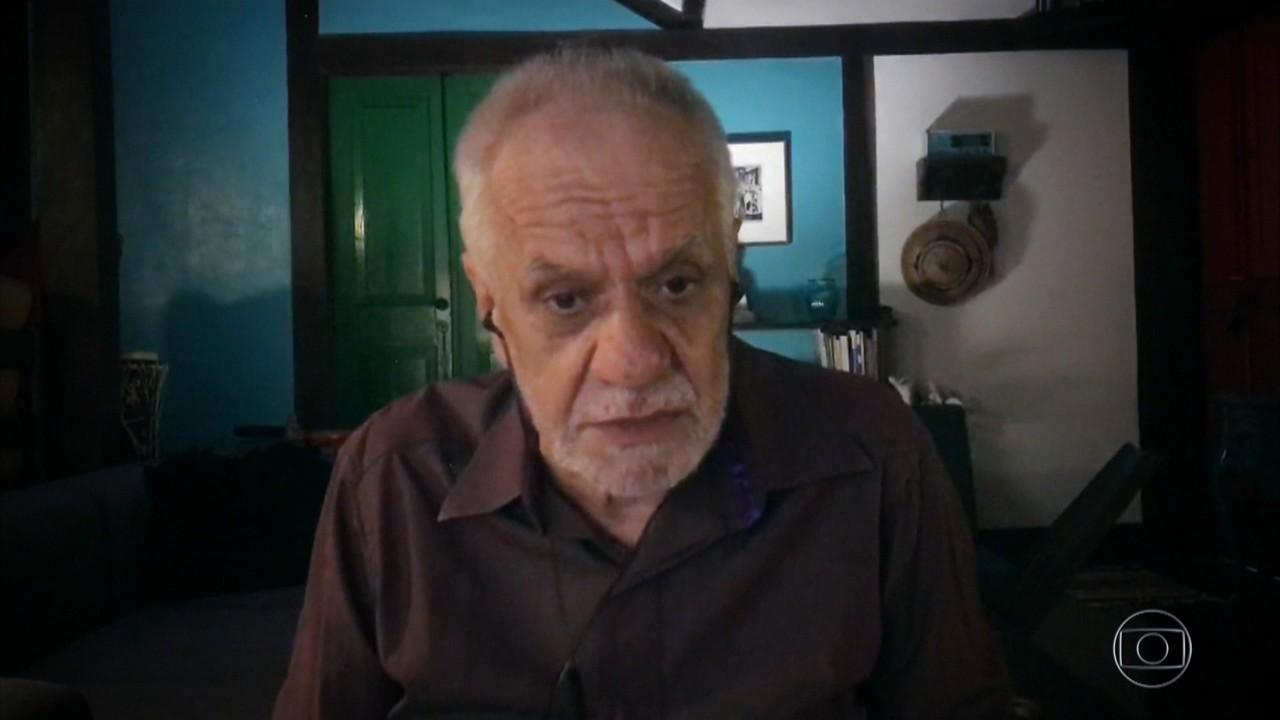 Perfeito Fortuna lembra tempo na prisão ao lado de Caetano Veloso