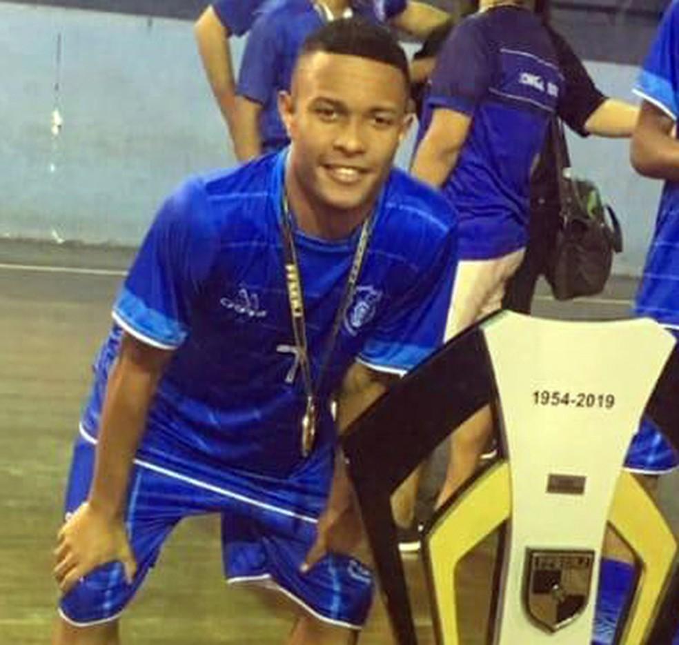 O estudante Gabriel Pereira Alves tinha 18 anos e levou um tiro a caminho da escola na Tijuca, Zona Norte do Rio — Foto: Reprodução/Redes sociais