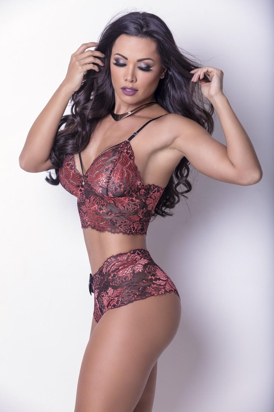 """""""Mulher tem que usar lingerie ousada"""", diz Fernanda D'avila (Foto: Rogério Tonello / MF Press Global)"""