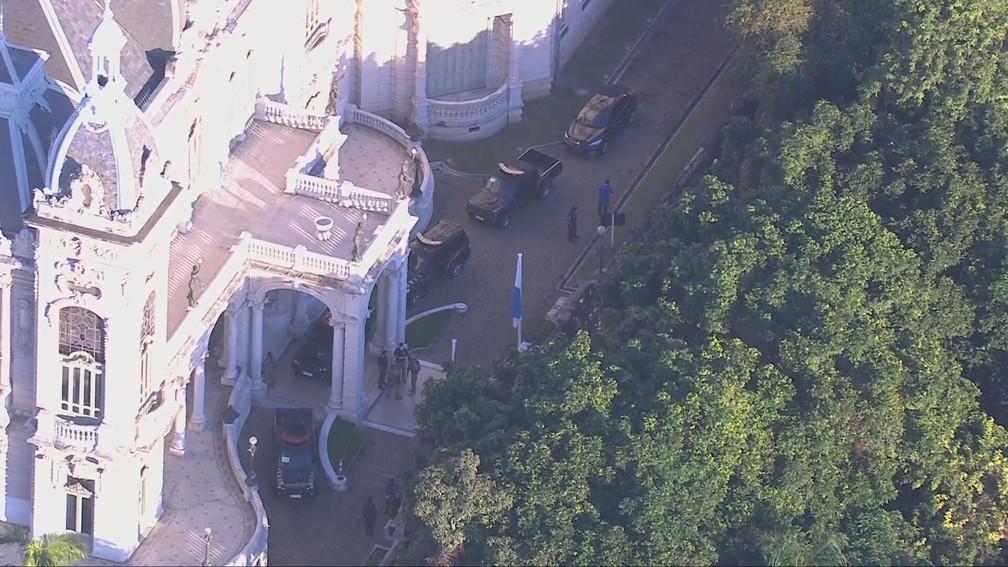 Polícia Federal no Palácio Laranjeiras — Foto: Reprodução/TV Globo