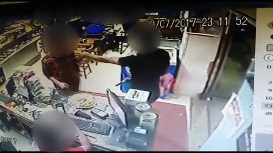 Câmera de segurança flagra assalto a padaria na Zona da Mata Sul de Pernambuco