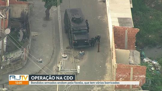 Flagrante de mais de 30 bandidos pelas ruas durante operação na Cidade de deus