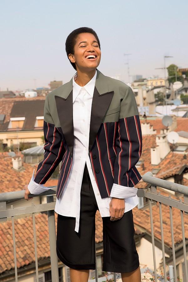 Tamu veste blazer  e camisa da coleção cruise 2018 da Louis Vuitton (Foto: .)