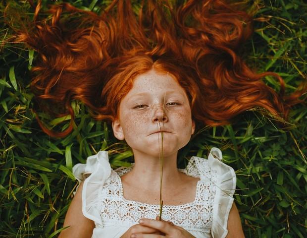 Crescer rodeado de natureza traz diversos benefícios mentais às crianças (Foto: Pexels)
