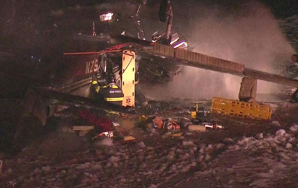 Avião cai no Campo de Marte em SP; há feridos (Foto: Reprodução/TV Globo)