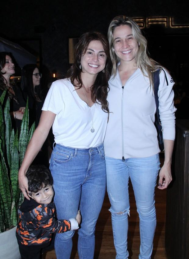 Fernanda Gentil com a namorada, Priscila, e o filho, Gabriel (Foto: J. Humberto/AgNews)