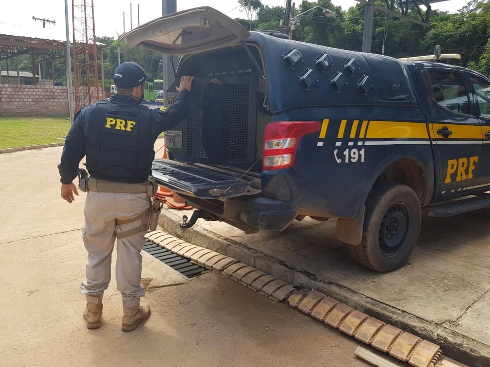 Homem foi levado para a delegacia de Santarém — Foto: PRF/Divulgação