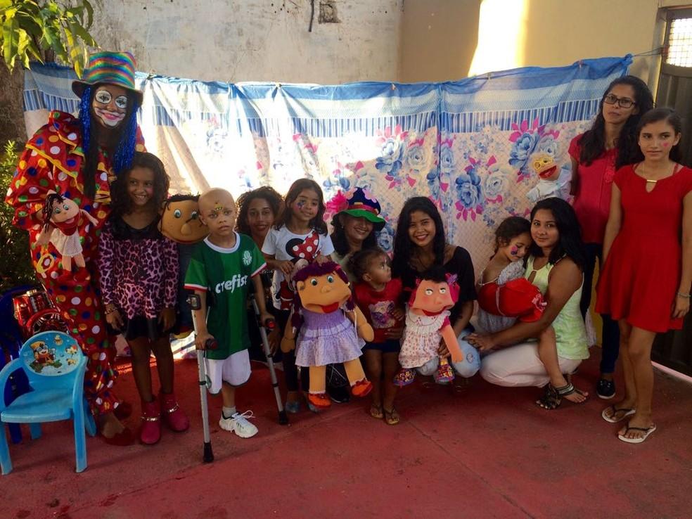 """-  Grupo de teatro """"Zequinha e seus amigos"""" levou alegria por meio de contação de histórias  Foto: Adonias Silva/G1"""