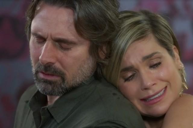 Murilo Rosa e Flávia Alessandra são Mário e Helena em 'Salve-se quem puder' (Foto: Reprodução)
