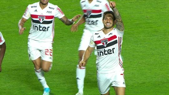 Um turno sem gols: Alexandre Pato reencontra o Santos após perder espaço no São Paulo
