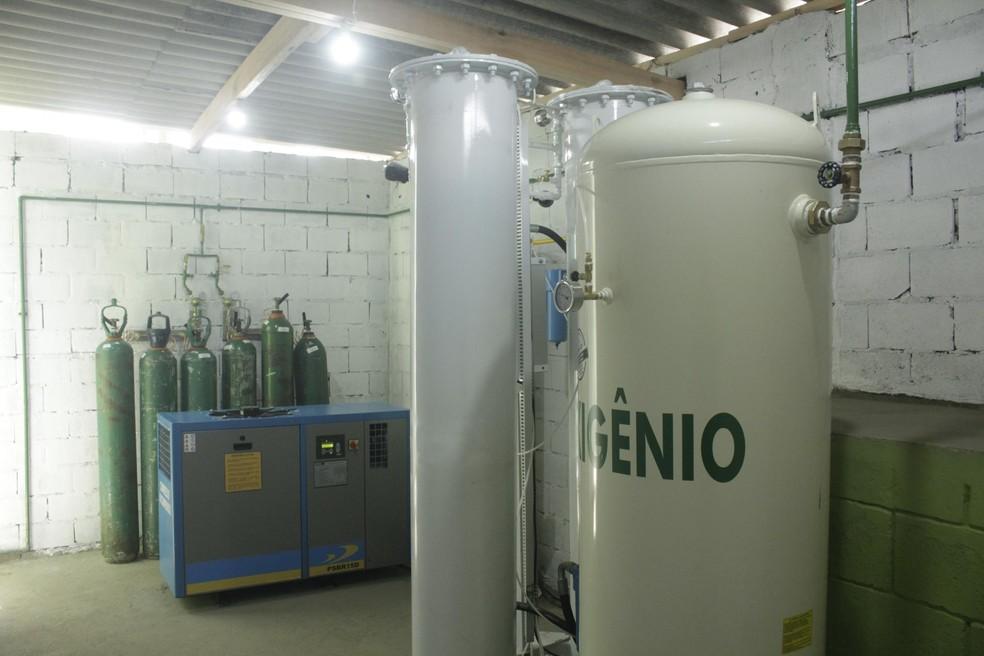 Usina de oxigênio na UPA Zilda Arns, no Jardim Santo Eduardo em Embu das Artes (SP), nesta segunda-feira (15).    — Foto: EVERALDO SILVA/FUTURA PRESS/ESTADÃO CONTEÚDO