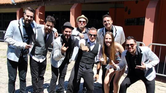 Carol Passos, do 'The Voice Kids', homenageia Curitiba com a Big Time Orchestra, do 'SuperStar'