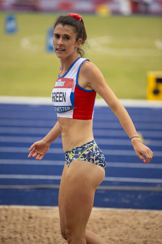Atleta paratleta britânica Olivia Breen ouviu que deveria usar um short 'mais apropriado' durante uma competição de atletismo do campeonato inglês — Foto: Reprodução/Twitter