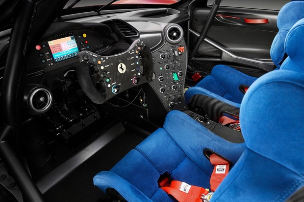 Cock pit da Ferrari P80/C (Foto: Divulgação)