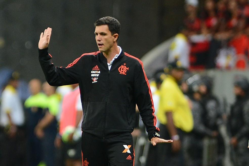 Maurício Barbieri durante o clássico contra o Vasco — Foto: Edu Andrade/Agência Estado