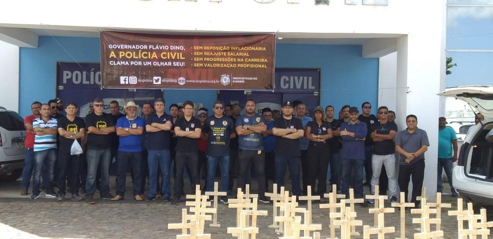 Policiais civis protestam no Maranhão em frente a Delegacia Geral — Foto: Divulgação / Sinpol