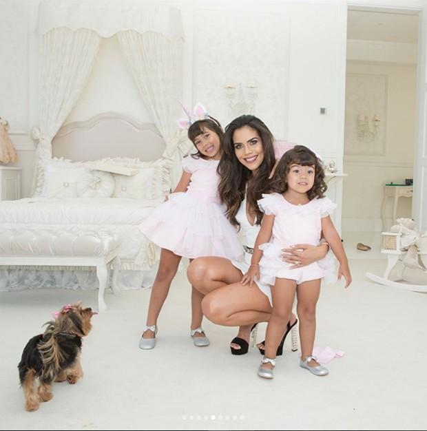 Daniela com as filhas Antonela e Alice (Foto: Reprodução / Instagram)