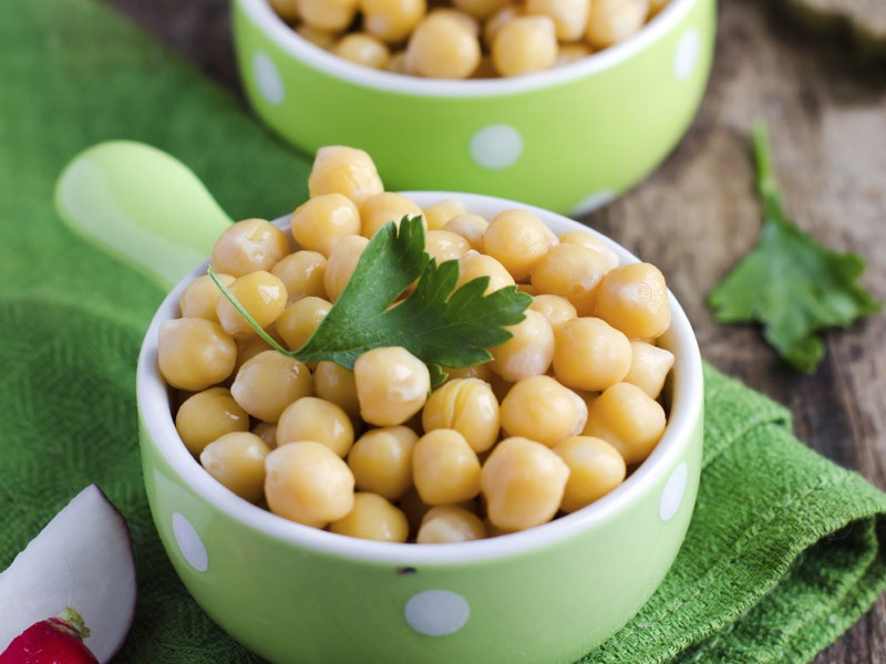 """""""Encontre as proteínas necessárias nos legumes, na soja, no grão de bico e na lentilha"""", diz a Dr. Sarah. """"Se você quiser mesmo comer carne, certifique-se que é peixe ou frango sem pele.""""  (Foto: Thinkstock)"""
