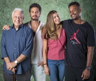 Antonio Fagundes, Romulo Estrela, Grazi Massafera e David Junior em 'Bom sucesso' | TV Globo