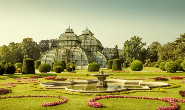 Vienna, Austria - August 03, 2014: Schonbrunn Palace Palm Pavilion (old green house) on the grounds of the palace, Vienna, Austria (Foto: Getty Images)