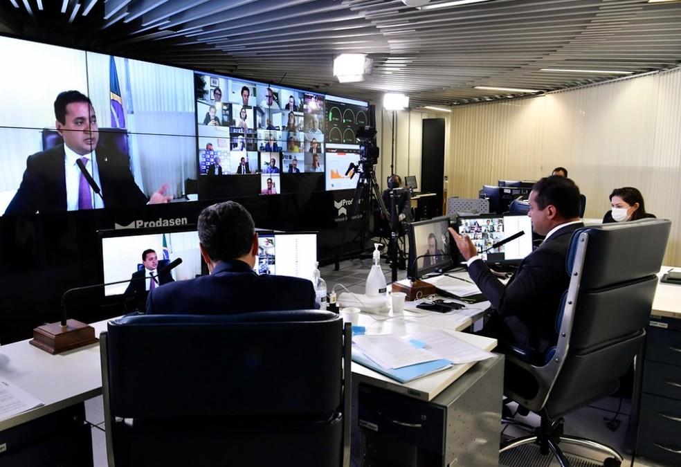 Senadores participam de sessão remota para discutir eventual adiamento das eleições 2020 — Foto: Waldemir Barreto/Agência Senado