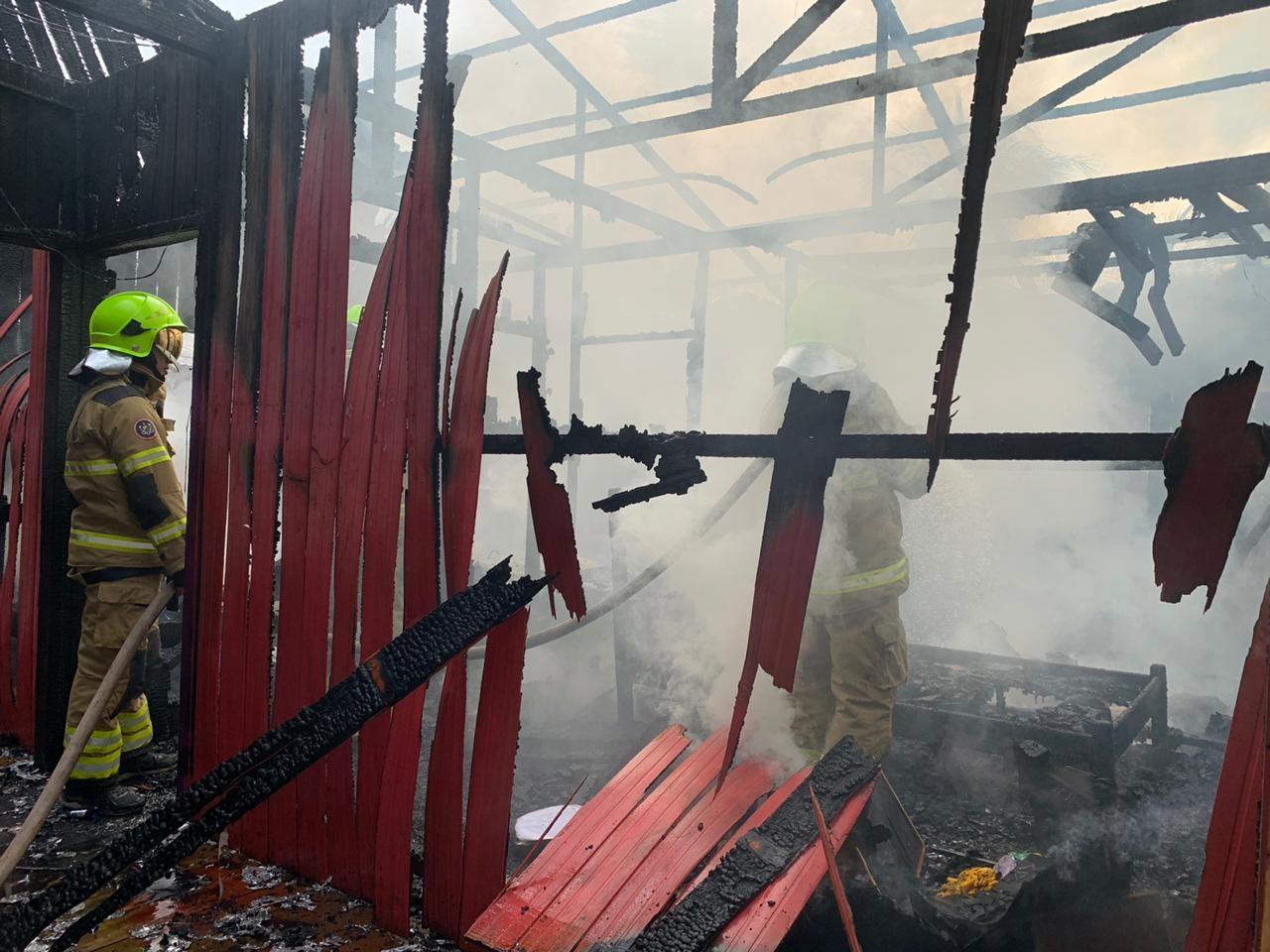 Homem que teve 95% do corpo queimado ao tentar apagar fogo em casa está na UTI em Rio Branco