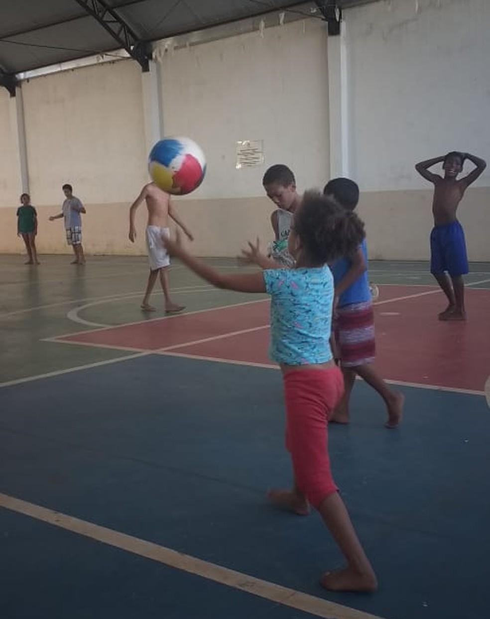 Crianças do abrigo Lar de São José brincando — Foto: Arquivo Pessoal