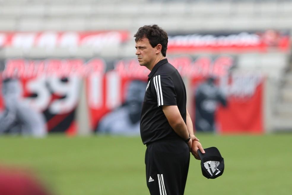 Fernando Diniz em Athletico x São Paulo — Foto: Geraldo Bubniak / Estadão Conteúdo