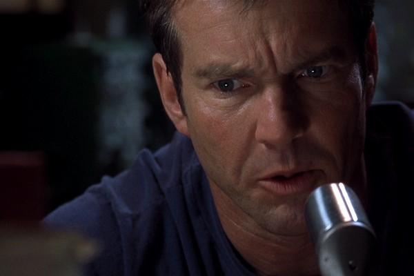 O ator Dennis Quaid em cena de Alta Frequência (2000) (Foto: Reprodução)