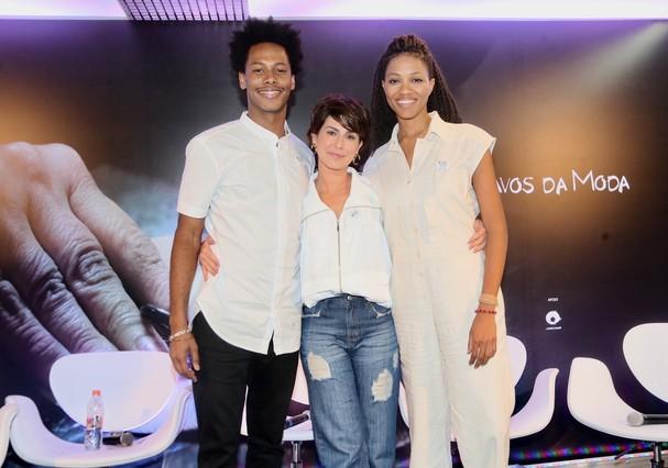 Fernanda Paes Leme posa com o ator Danilo Ferreira e com a cantora Luedji Luna (Foto: Brazil News)