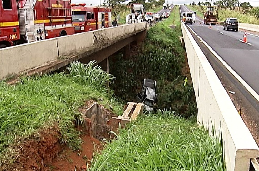 -  Acidente deixou mortos e feridos na BR-050 em Uberaba  Foto: Reprodução/TV Integração