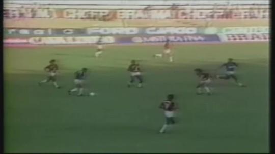 Você se lembra? Com gol de placa de Careca, Cruzeiro goleou Vitória por 5 a 1 no Brasileiro de 1988