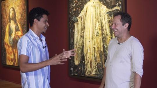 Vik Muniz revisita arte sacra através dos santos em exposição