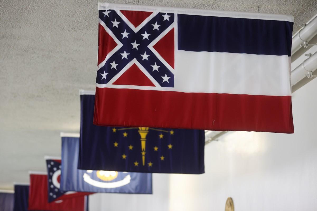 Mississippi trocará de bandeira após protestos contra símbolo confederado – G1