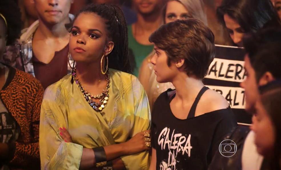 Sol (Jeniffer Nascimento) diz 'não' ao pedido de Pedro (Rafael Vitti) para salvar a noite da banda - 'Malhação Sonhos' — Foto: Globo