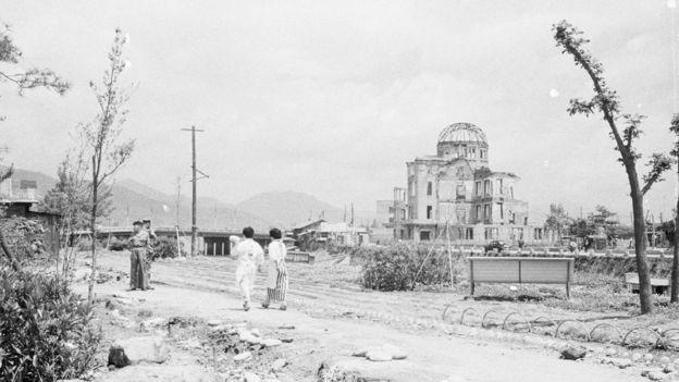 O Memorial da Paz de Hiroshima foi o único edifício que ficou de pé próximo ao epicentro do impacto (Foto: GETTY IMAGES via BBC)