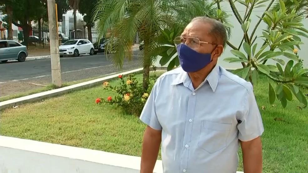 Aposentado recuperou cofre que estava com R$ 35 mil e foi deixado como sucata em Araçatuba — Foto: Reprodução/TV TEM