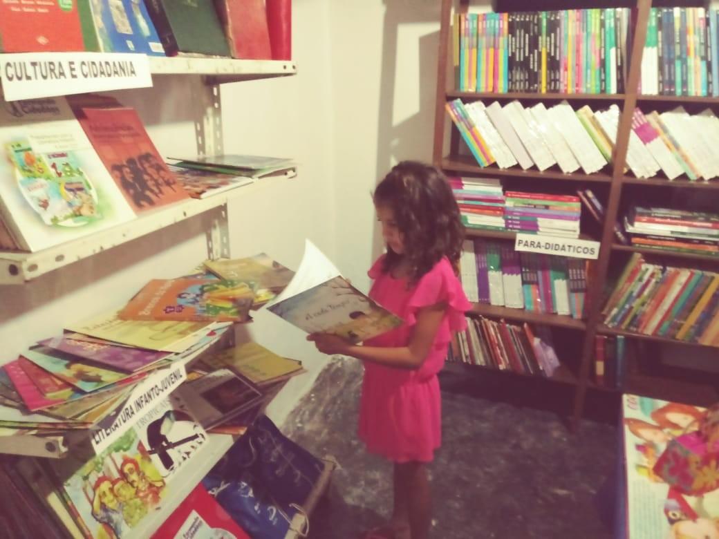 Voluntários criam bibliotecas para democratizar a leitura na zona rural de Campina Grande