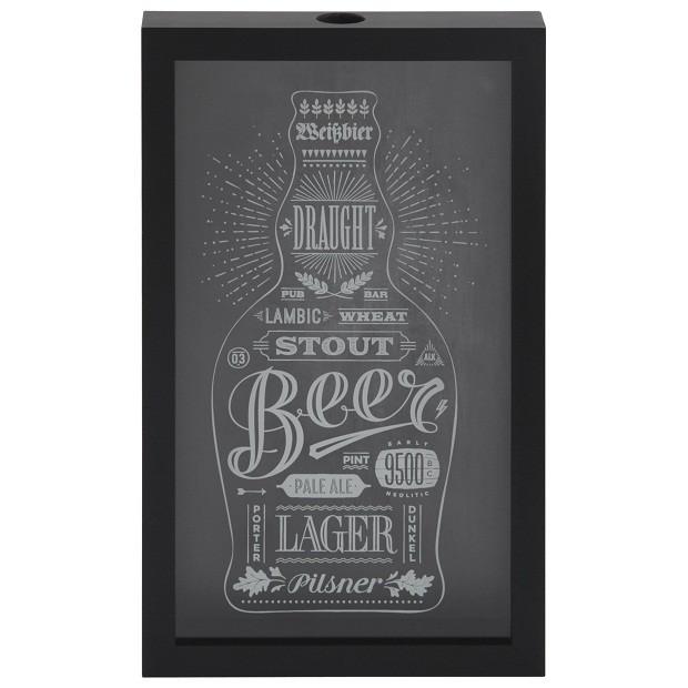 Quadro Beer Caps | Ideal para os amantes de cerveja, com design vintage, o quadro exibe de forma criativa suas tampinhas favoritas. Moldura em madeira maciça com vidro incolor e estampa aplicada em impressão digital (44x27x5,1cm) | Da Tok&Stok, R$152,90. (Foto: Divulgação)