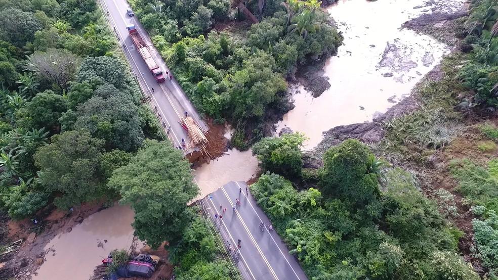 Rompimento na BR-343 em Teresina (Foto: Magno Bonfim/TV Clube)