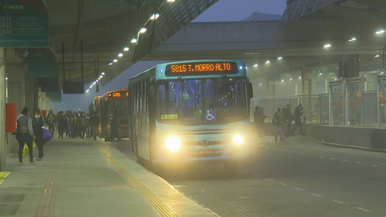Usuários reclamam falta de ônibus em horários de pico na capital e Grande BH; DER-MG justifica