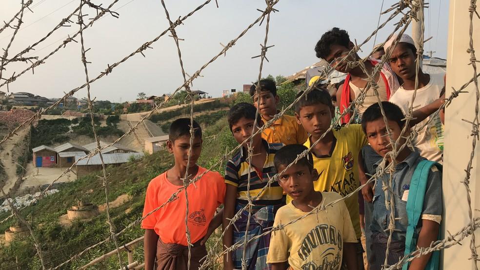 Crianças do povo rohingya vivem como refugiadas em Bangladesh — Foto: Marília Marques/G1