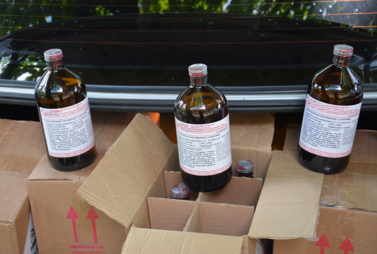 Dois homens são presos por tráfico de drogas com 200 garrafas de solvente para produzir loló e lança-perfume, diz PF - Notícias - Plantão Diário
