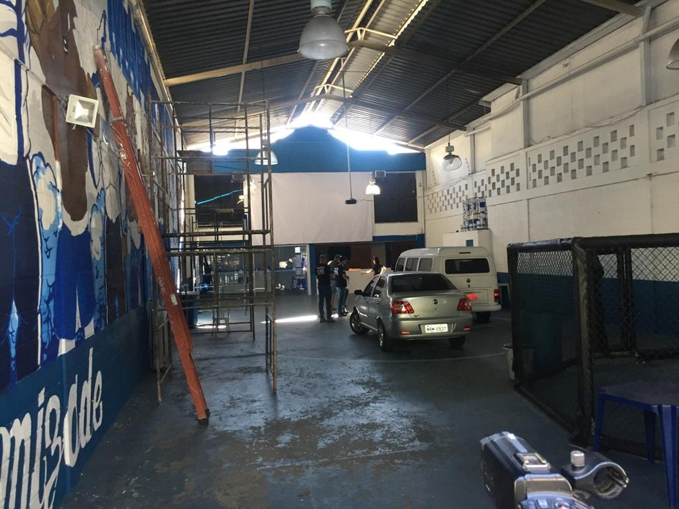 Polícia Civil realiza operação também na sede da torcida organizada Máfia Azul — Foto: Vladimir Vilaça/Globo Minas