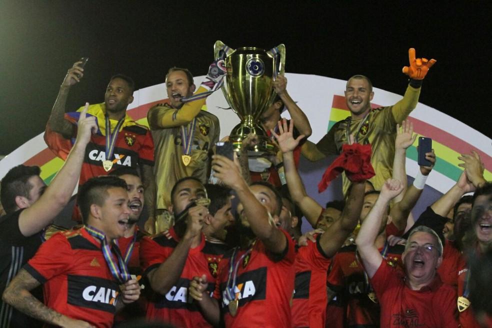 Com apenas um jogo no comando, Luxemburgo foi campeão estadual de 2017 (Foto: Marlon Costa / Pernambuco Press)
